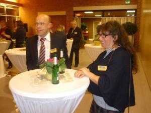 Ursel im Gespräch mit dem 1. Vorsitzenden der Nadorster Werbegemeinschaft Jürgen König